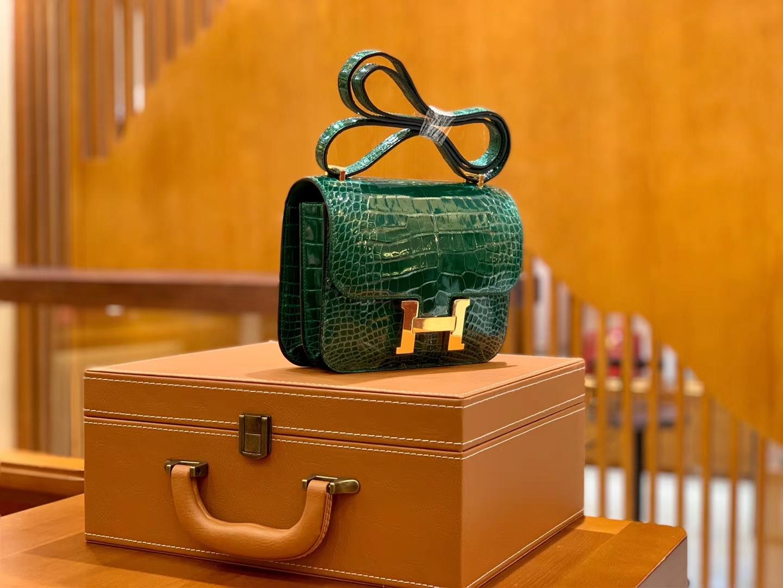Hermès(爱马仕)Constance 18cm 宝石绿 金扣 美洲亮面 鳄鱼皮  全手工缝制