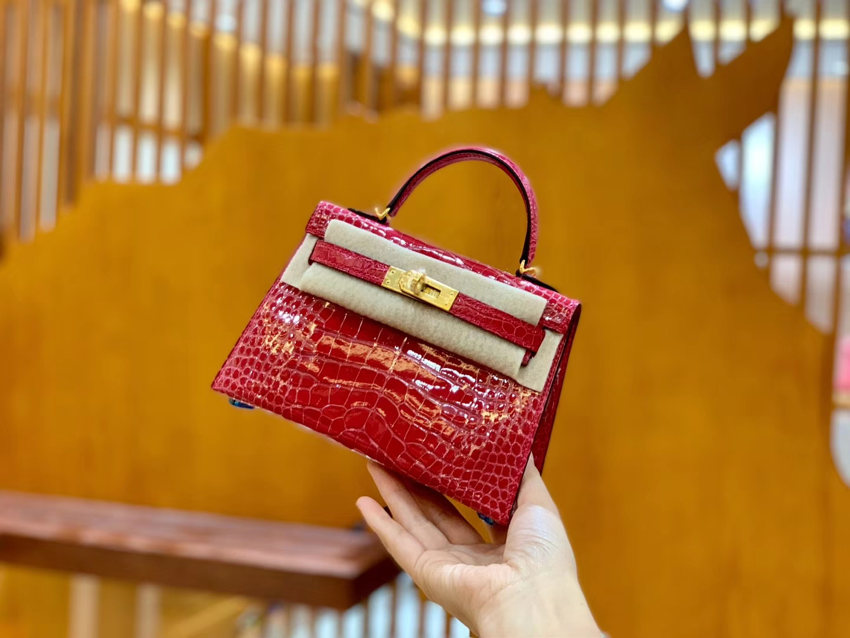 Hermès(爱马仕)Mini Kelly 19cm 极致粉 金扣 亮光 美洲鳄鱼皮 全手工缝制