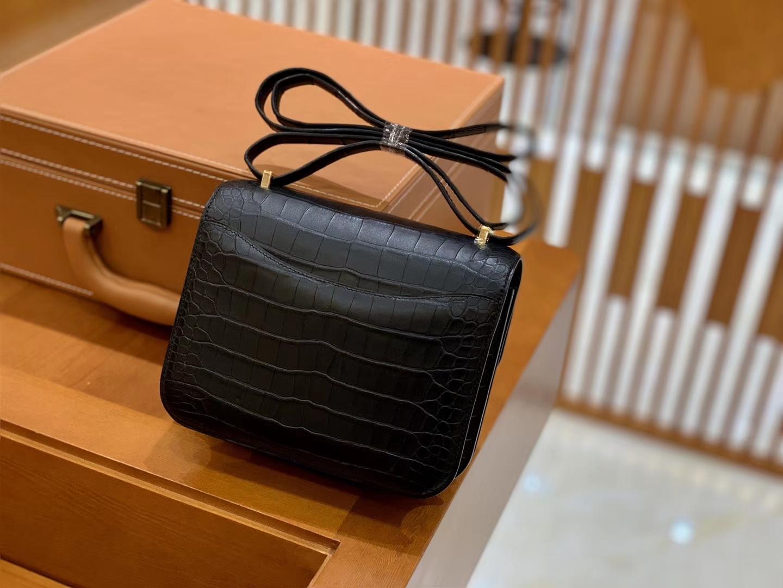 Hermès(爱马仕)Constance 18cm 经典黑 金扣 美洲雾面鳄鱼皮 全手工缝制