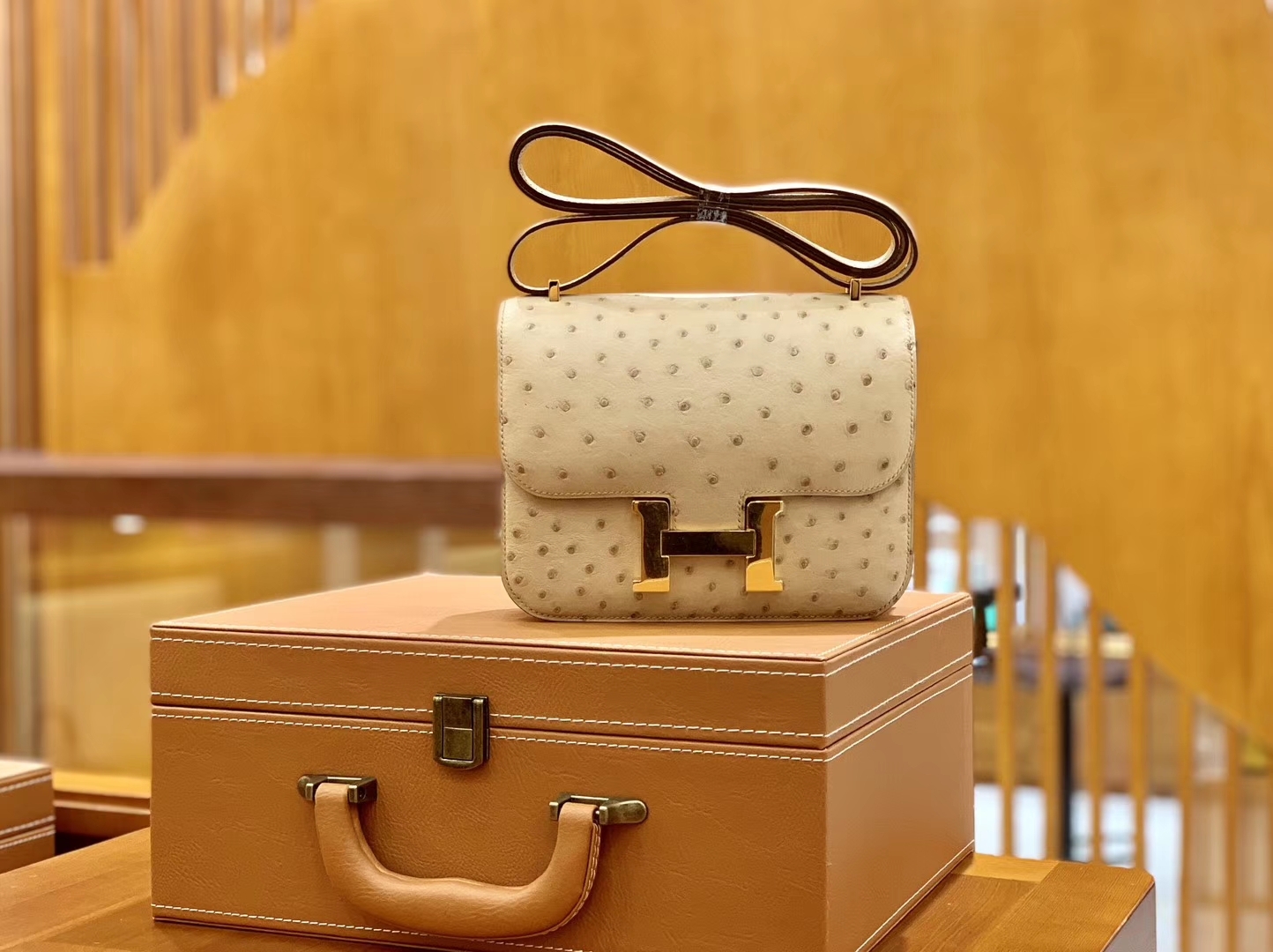 Hermès(爱马仕)Constance 空姐包 杏色 南非进口鸵鸟皮 18cm