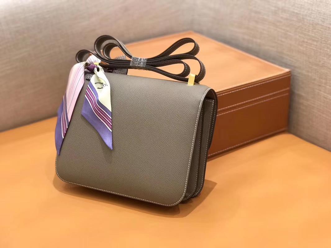 Hermès(爱马仕)Constance 空姐包 巴黎灰 掌纹牛皮 全手工缝制 金扣 18cm 现货