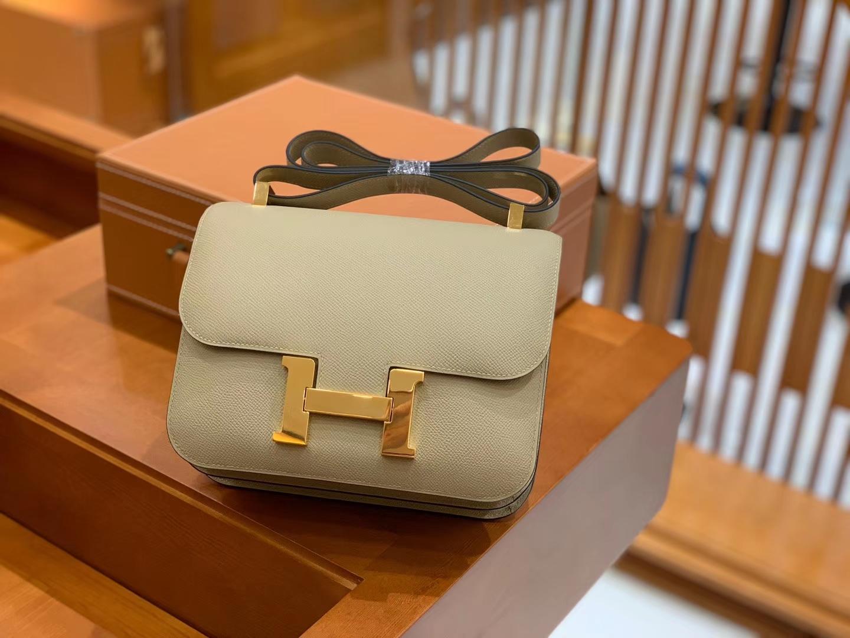 Hermès(爱马仕)Constance 空姐包 风衣灰 掌纹牛皮 全手工缝制 银扣 24cm 现货