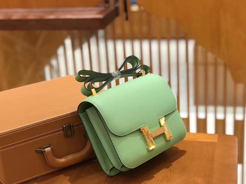 Hermès(爱马仕)Constance空姐包 掌纹牛皮 牛油果绿 金扣 24cm 蜡线 全手工缝制