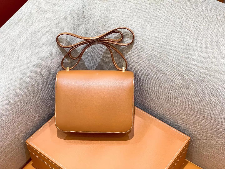 Hermès(爱马仕)Constance 空姐包 金棕色 掌纹牛皮 全手工缝制 金扣 18cm 现货