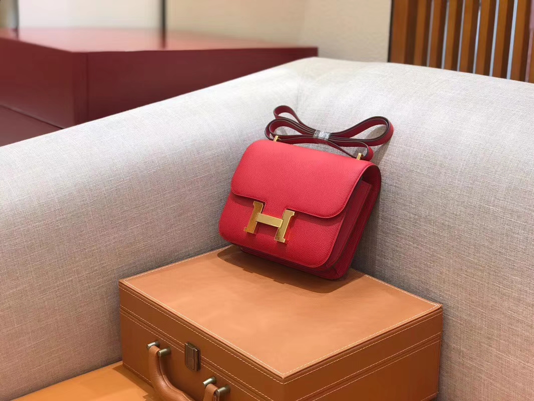 Hermès(爱马仕)Constance 空姐包 中国红 掌纹牛皮 全手工缝制 金扣 18cm 现货