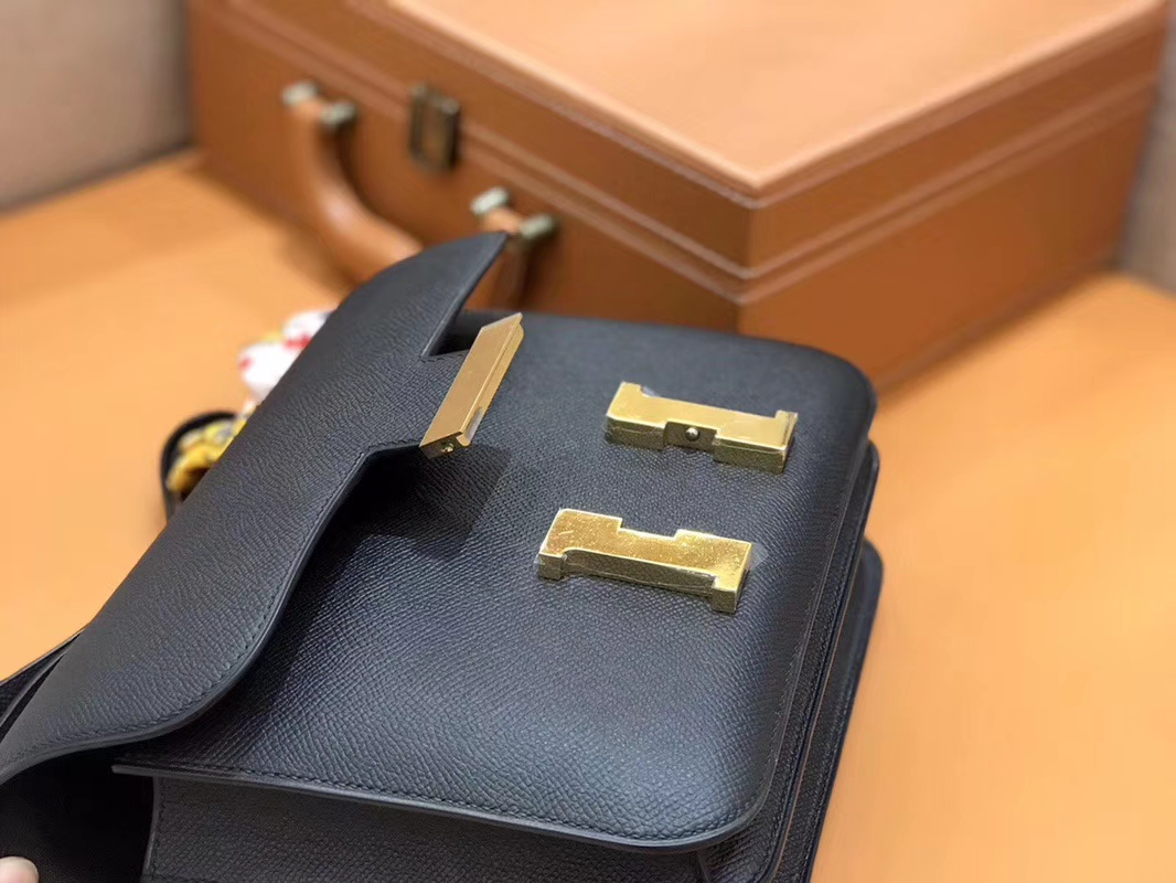 Hermès(爱马仕)Constance 空姐包 经典黑 掌纹牛皮 全手工缝制 金扣 18cm 现货