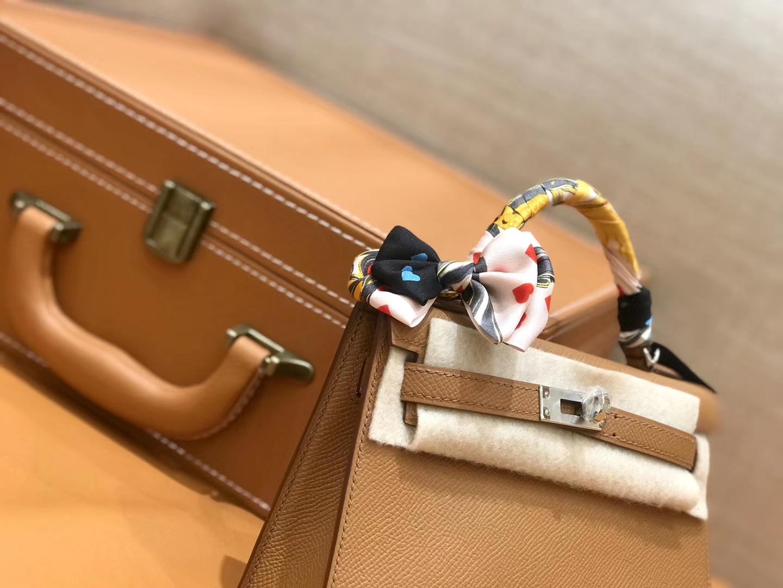 Hermès(爱马仕)Mini kelly 迷你凯莉 太妃金 掌纹小牛皮 全手工缝制 臻品级别 银扣 19cm 现货