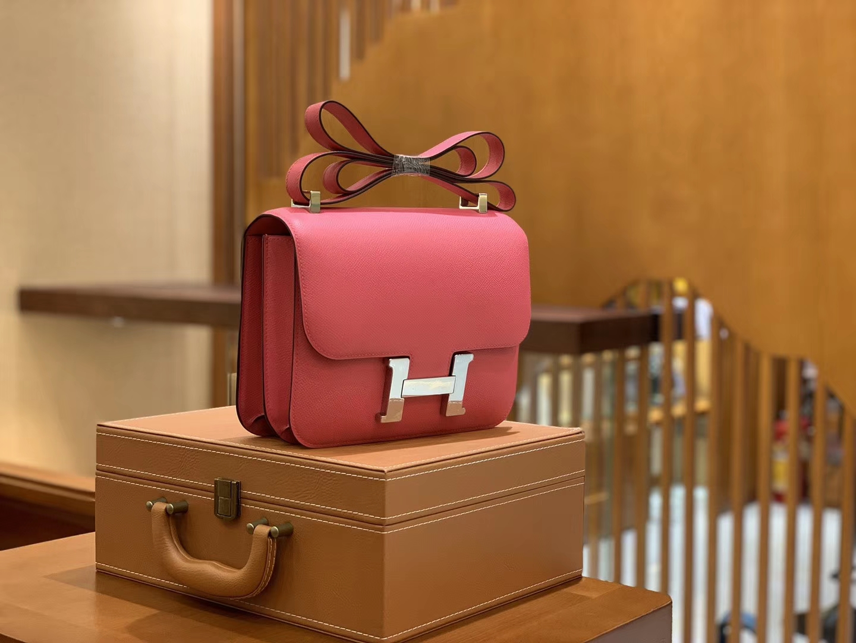 Hermès(爱马仕)Constance 空姐包 桃红色 掌纹牛皮 全手工缝制 银扣 18cm 现货