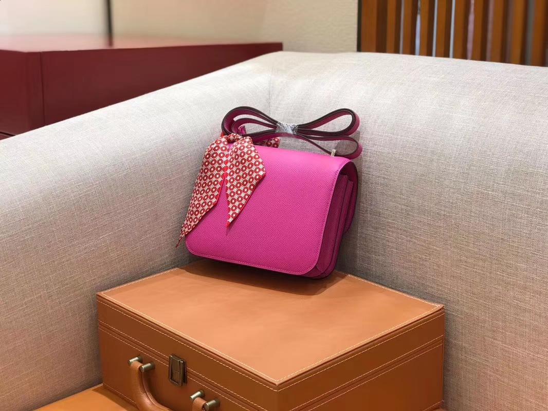Hermès(爱马仕)Constance 空姐包 极致粉 掌纹牛皮 全手工缝制 银扣 18cm 现货