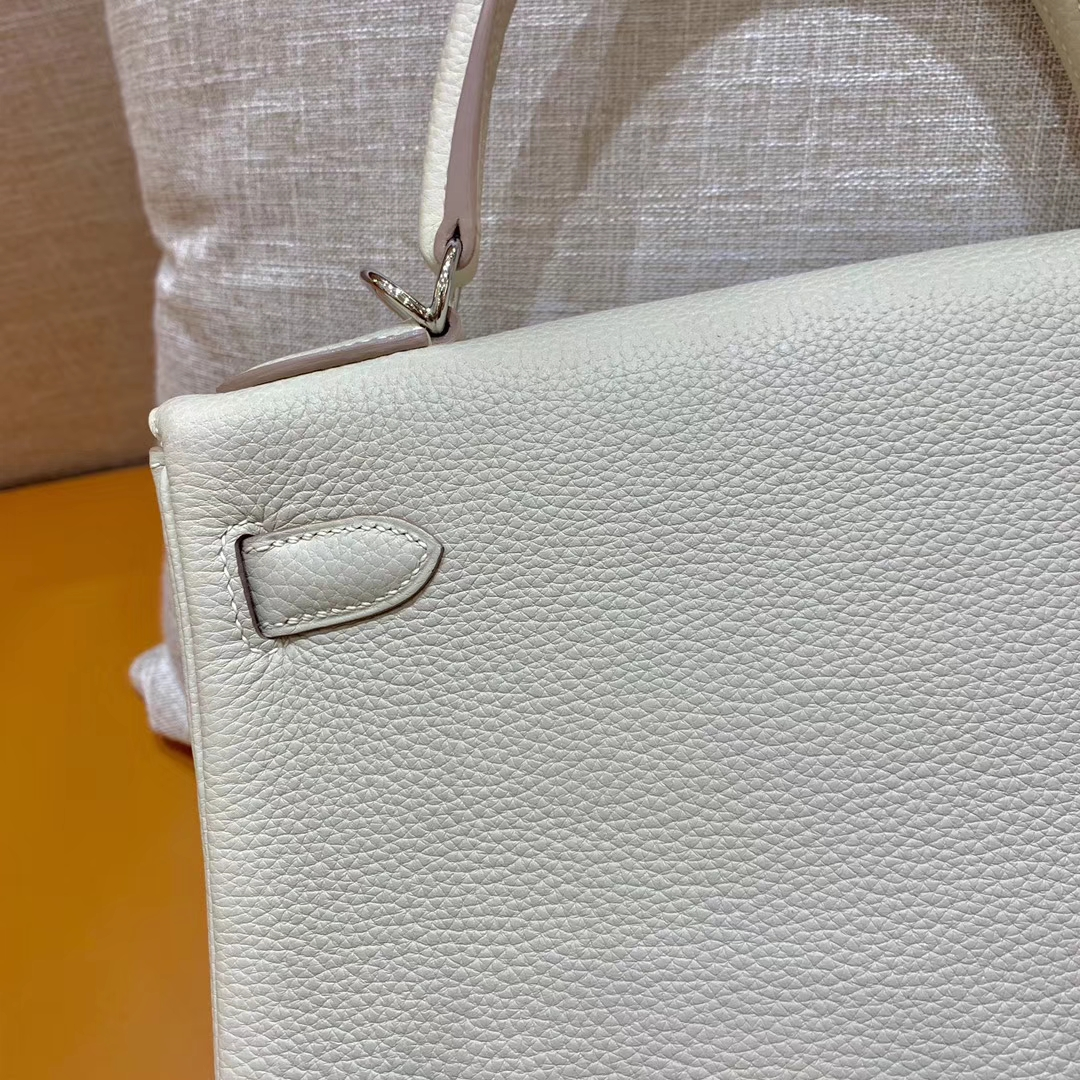Hermès(爱马仕)Kelly 凯莉包 奶昔白 小牛皮 银扣 28cm