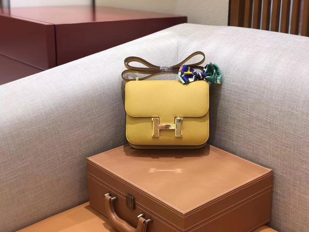 Hermès(爱马仕)Constance 空姐包 琥珀黄 掌纹牛皮 全手工缝制 金扣 18cm 现货