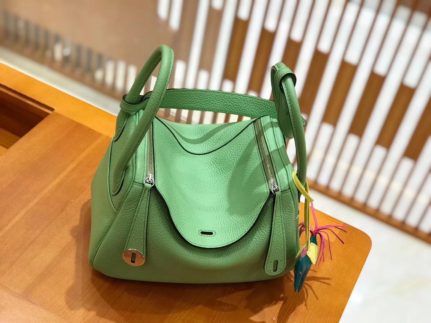 Hermès(爱马仕)Lindy 26cm togo 牛油果绿 全手工缝制 现货