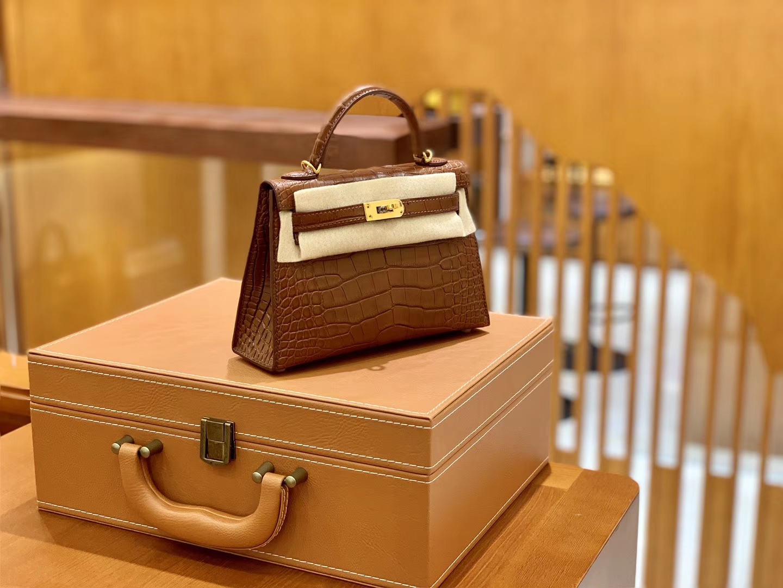 Hermès(爱马仕)迷你2代 19cm 蜜糖棕 金扣 美洲雾面 鳄鱼皮 全手工缝制