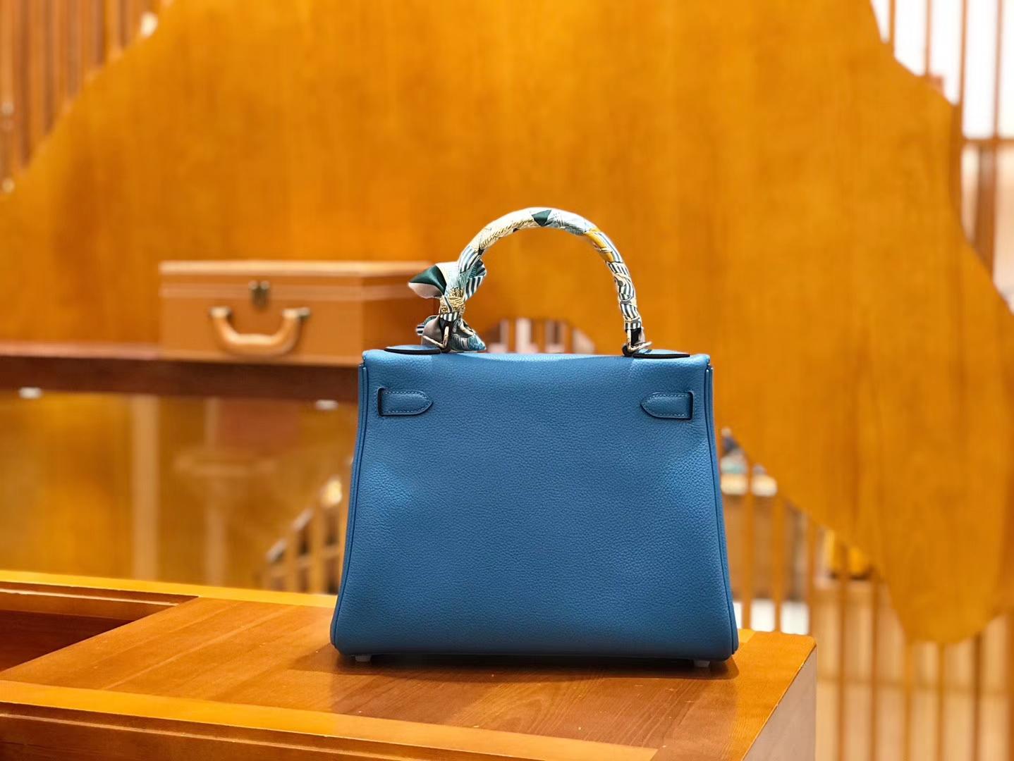 Hermès(爱马仕)Kelly 28cm togo 牛皮 坦桑尼亚蓝 银扣 全手工缝制 现货