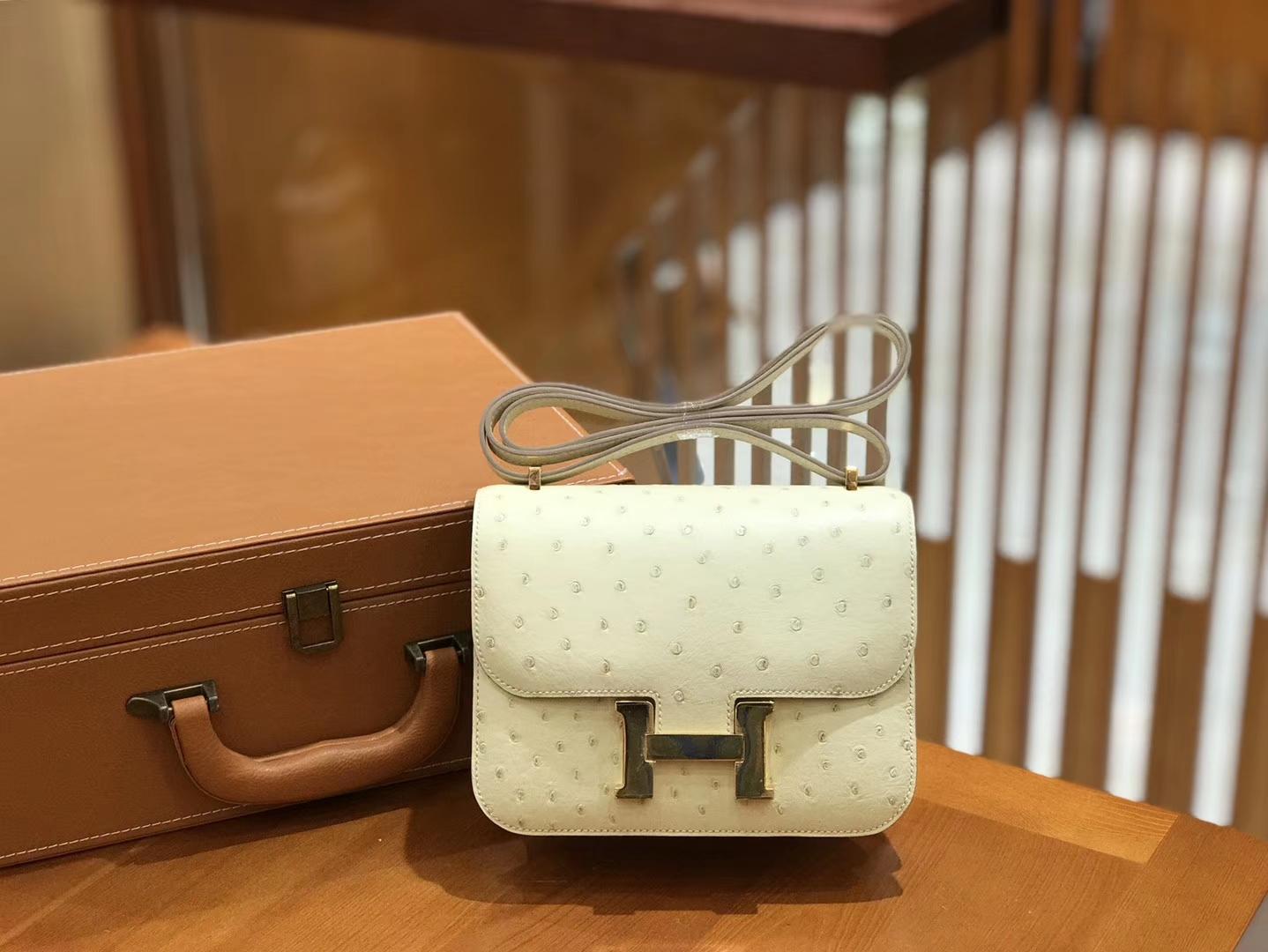 Hermès(爱马仕)Constance 18cm 鸵鸟皮 奶昔白 金扣 全手工缝制 现货