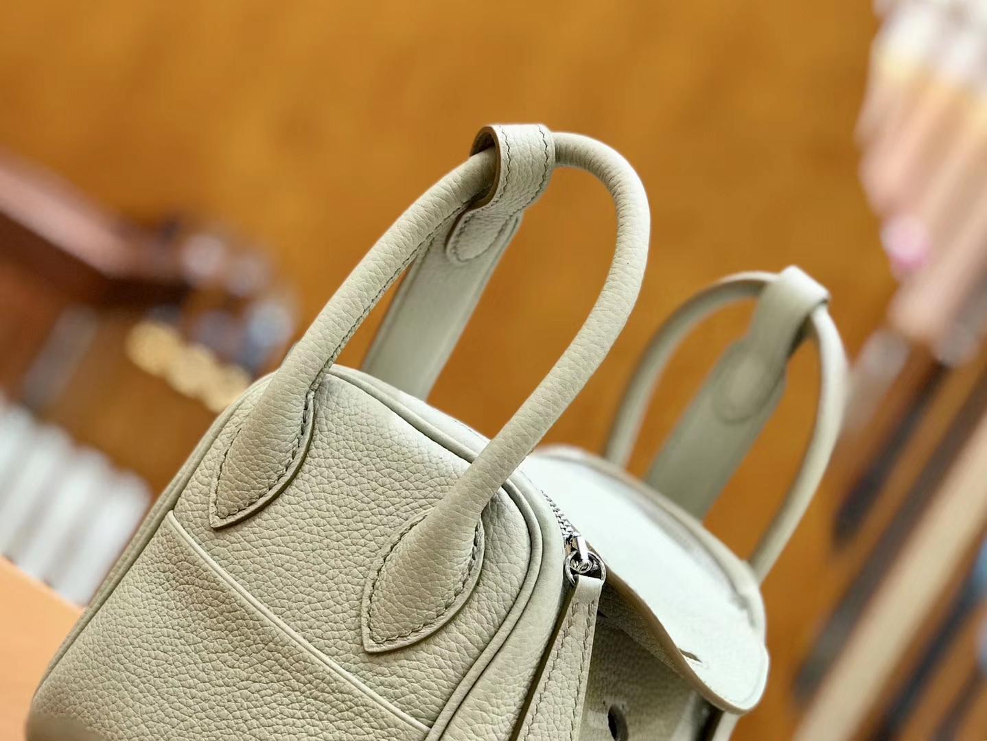 Hermès(爱马仕)Lindy 18cm 珍珠灰 银扣 小牛皮 全手工缝制