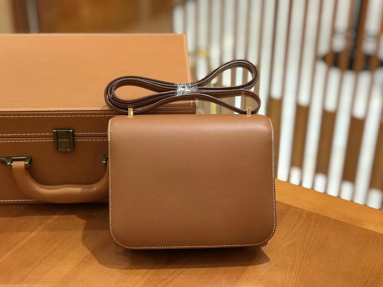 Hermès(爱马仕)Constance 18cm swift 牛皮 金棕色 金扣 全手工缝制 现货