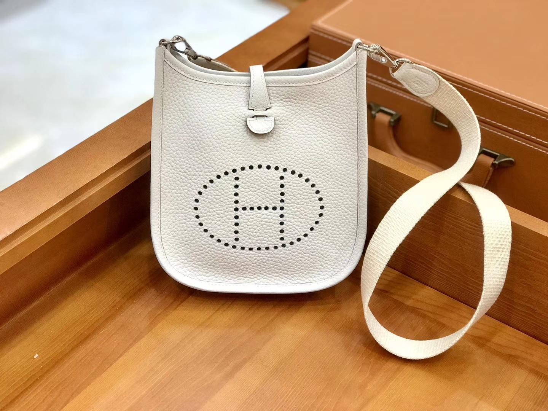 Hermès(爱马仕)Evelyne 伊芙琳 16cm 奶昔白