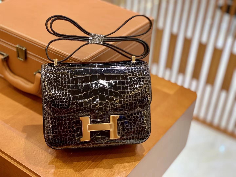 Hermès(爱马仕)Constance 18cm 美洲鳄鱼皮 深咖啡 金扣 全手工缝制 现货