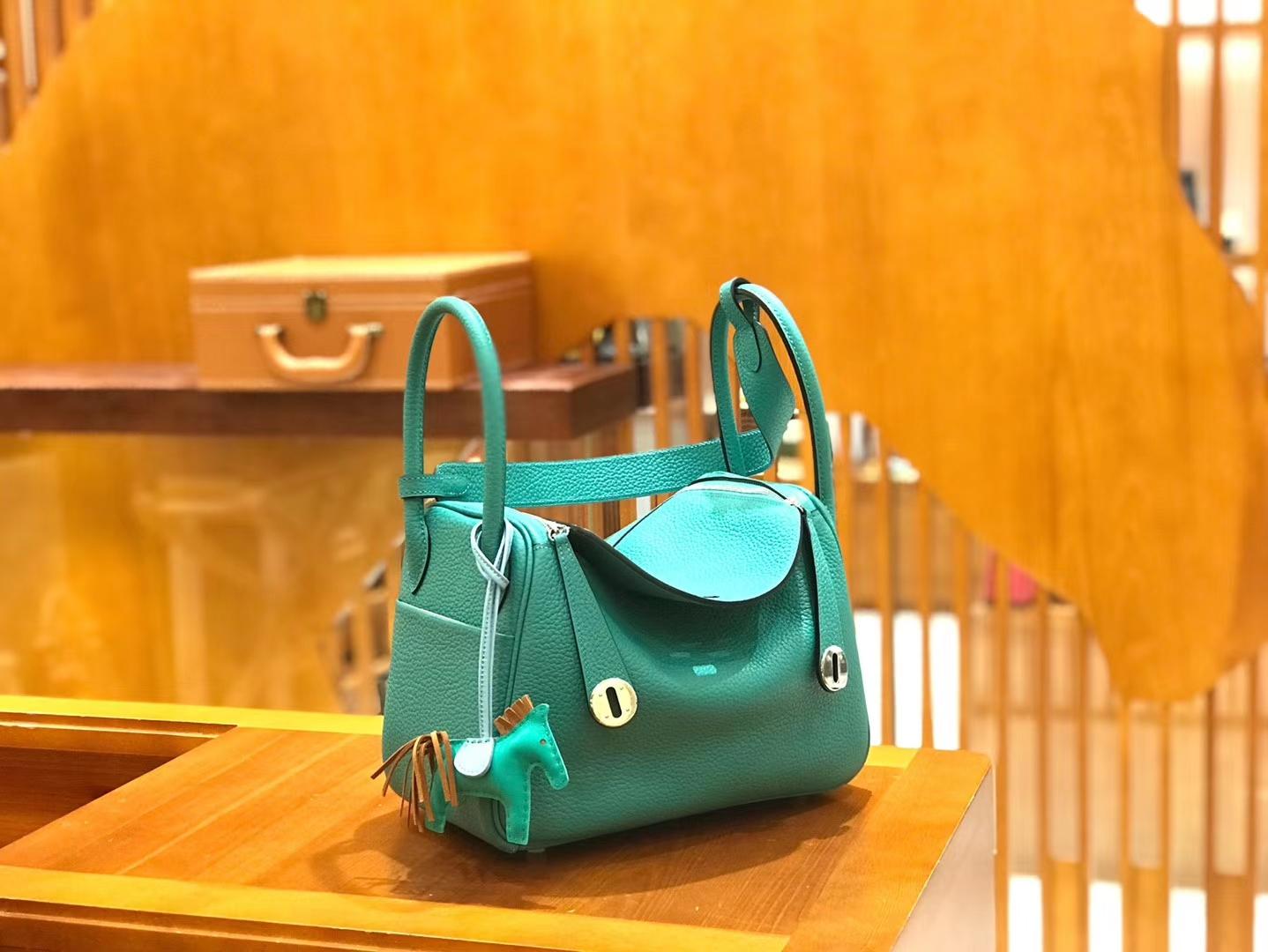 Hermès(爱马仕)Lindy 琳迪包 新颜色 维罗纳绿 Togo牛皮 进口原料 全手工缝制 银扣 26cm