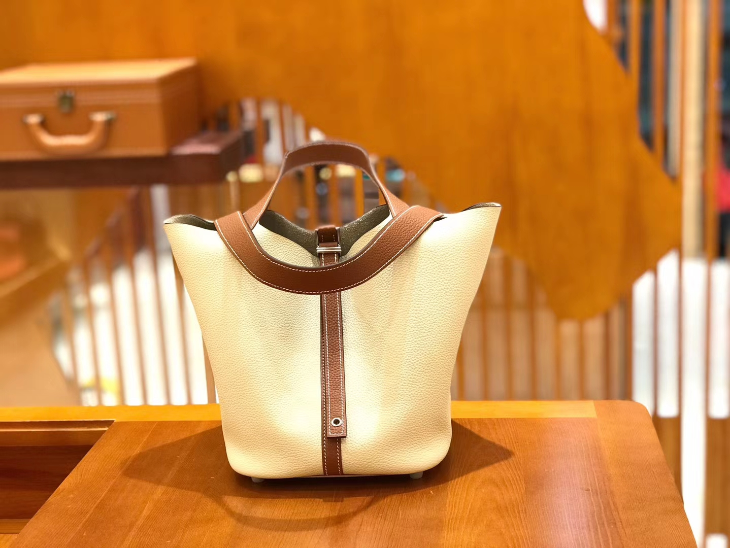 Hermès(爱马仕)Piction 18cm 奶昔白拼金棕色 银扣 Togo小牛皮 全手工缝制