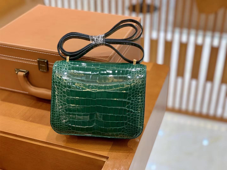 Hermès(爱马仕)Constance 18cm 美洲鳄鱼皮 翡翠绿 金扣 全手工缝制 现货