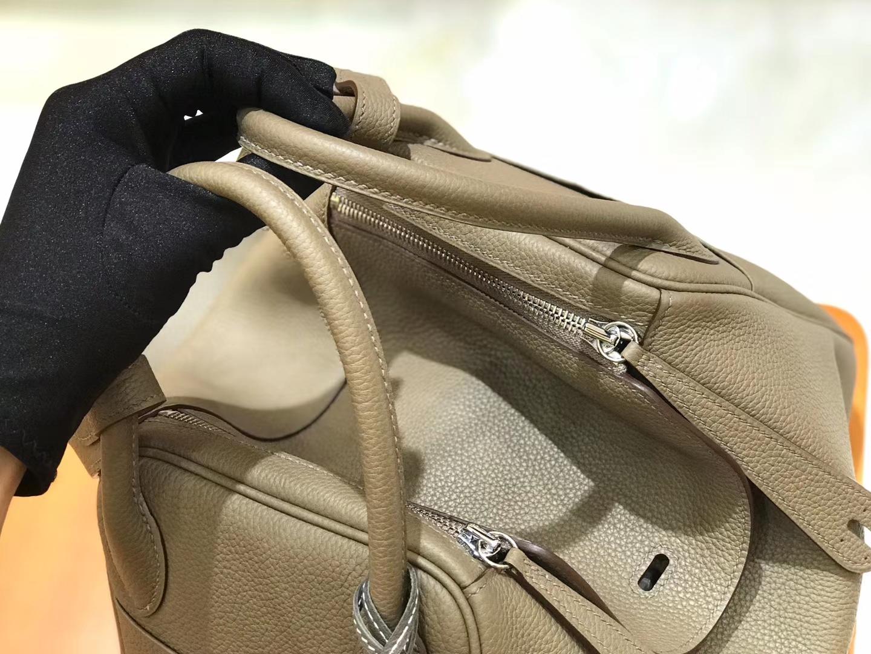 Hermès(爱马仕)Lindy 30cm  togo小牛皮 风衣灰