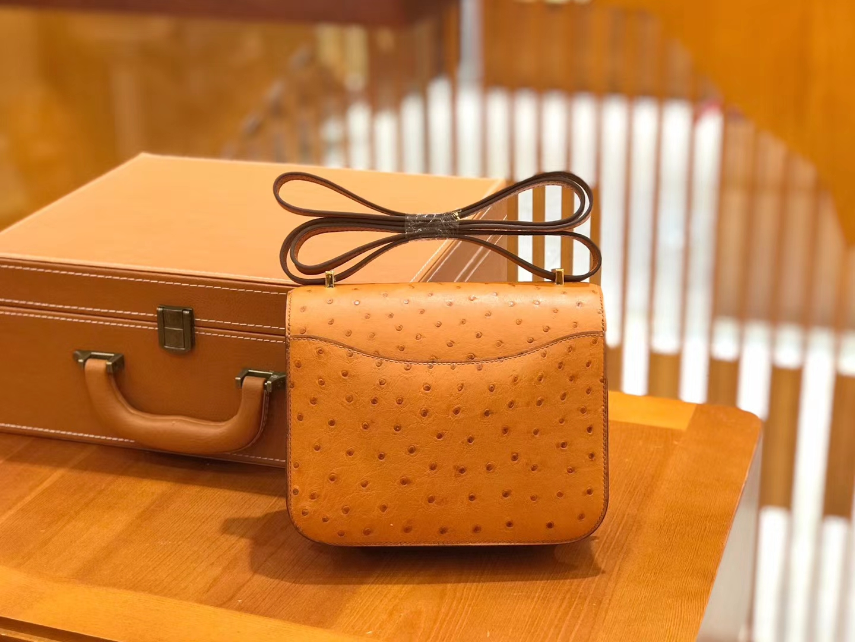 Hermès(爱马仕)Constance 18cm 太妃金 鸵鸟皮 全手工缝制 现货