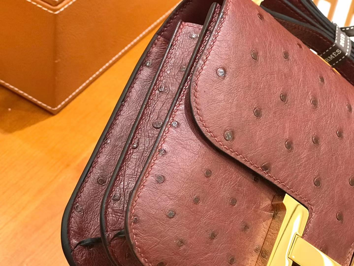 Hermès(爱马仕)Constance 康斯坦18cm 鸵鸟皮 波尔多酒红