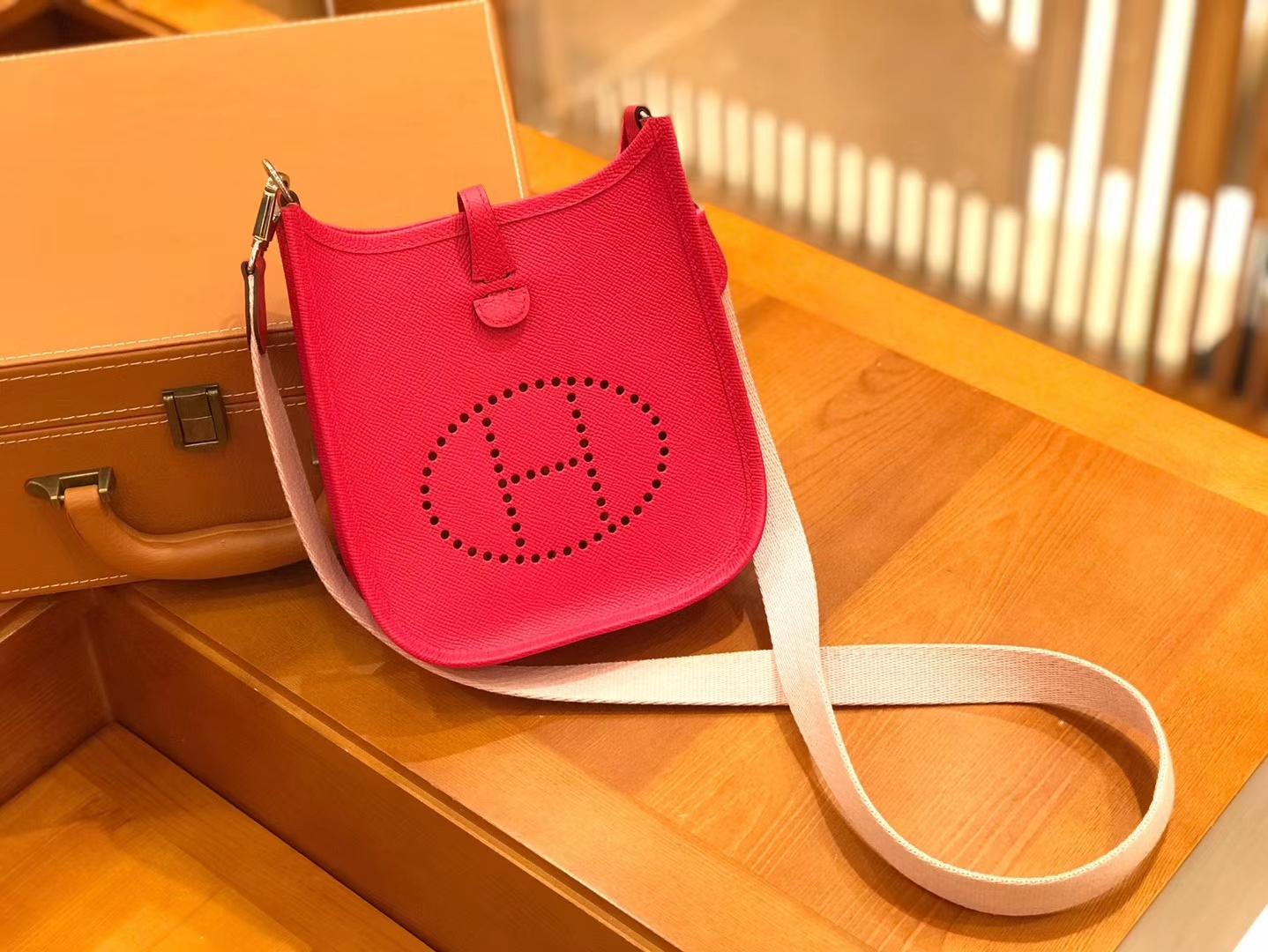 Hermès(爱马仕)Evelyne 伊芙琳 17cm 掌纹牛皮 极致粉