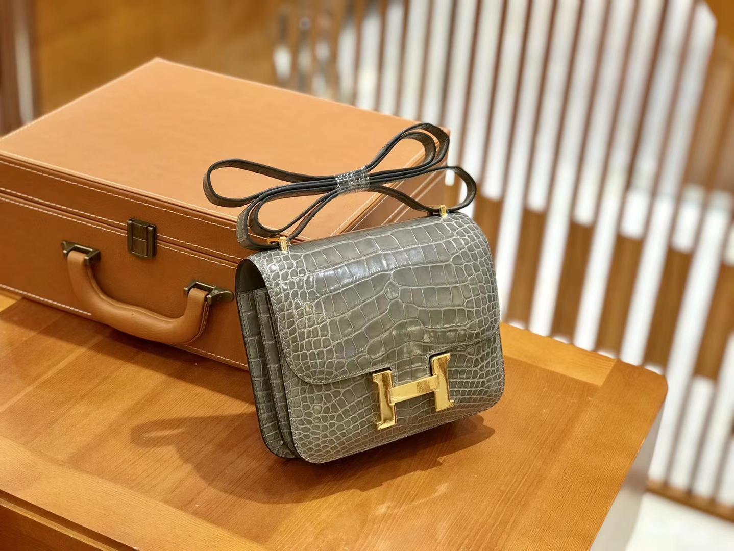 Hermès(爱马仕)Constance 18cm 美洲鳄鱼皮 斑鸠灰 金扣 全手工缝制 现货