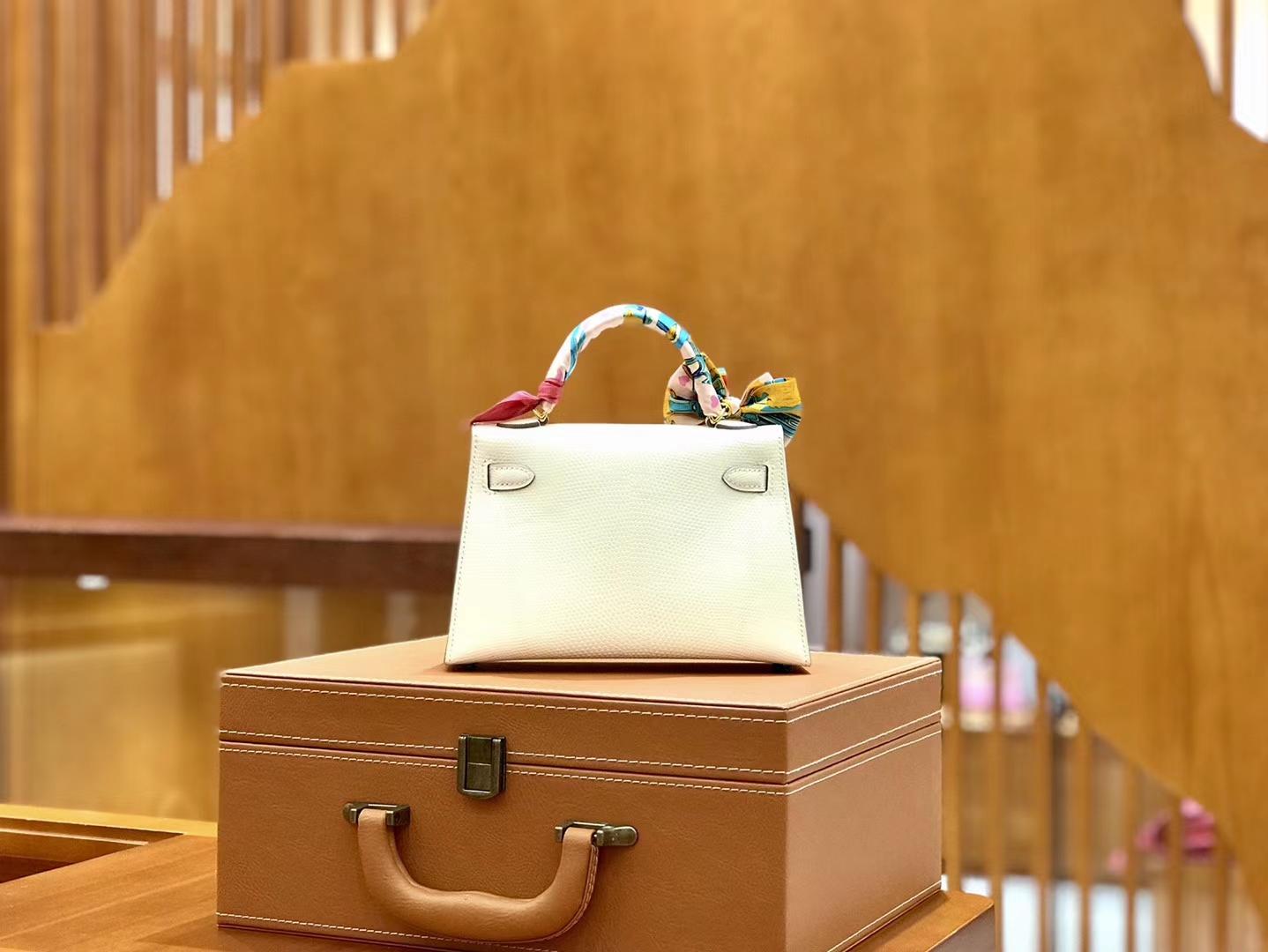 Hermès(爱马仕)新增现货 2代 19cm 蜥蜴皮 奶昔白 金扣 全手工缝制