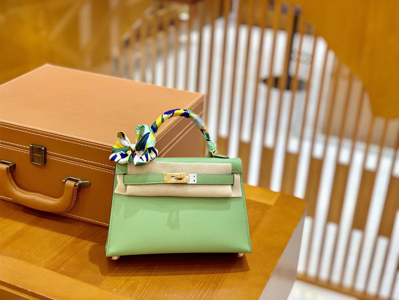 Hermès(爱马仕)迷你2代 19cm 掌纹牛皮 牛油果绿 金扣 新增现货 小仙女必备