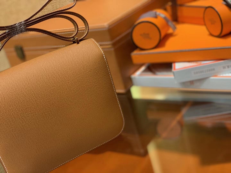 Hermès(爱马仕)Constance 18cm 金棕色 金扣 掌纹牛皮 全手工缝制 现货