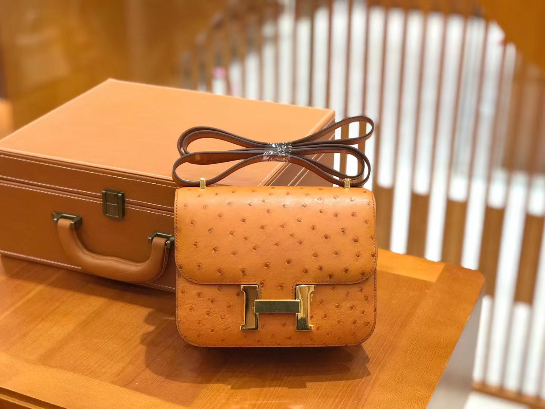 Hermès(爱马仕)Constance 18cm 金棕色 南非KK级鸵鸟皮 金扣 原版蜜蜡线 顶级手缝