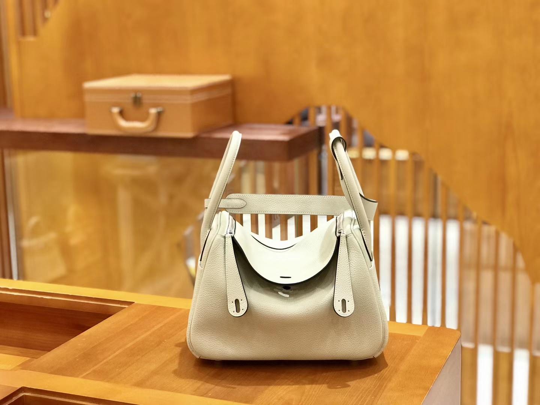 Hermès(爱马仕)Lindy 琳迪包 珍珠灰 Togo牛皮 进口原料 全手工缝制 银扣 26cm