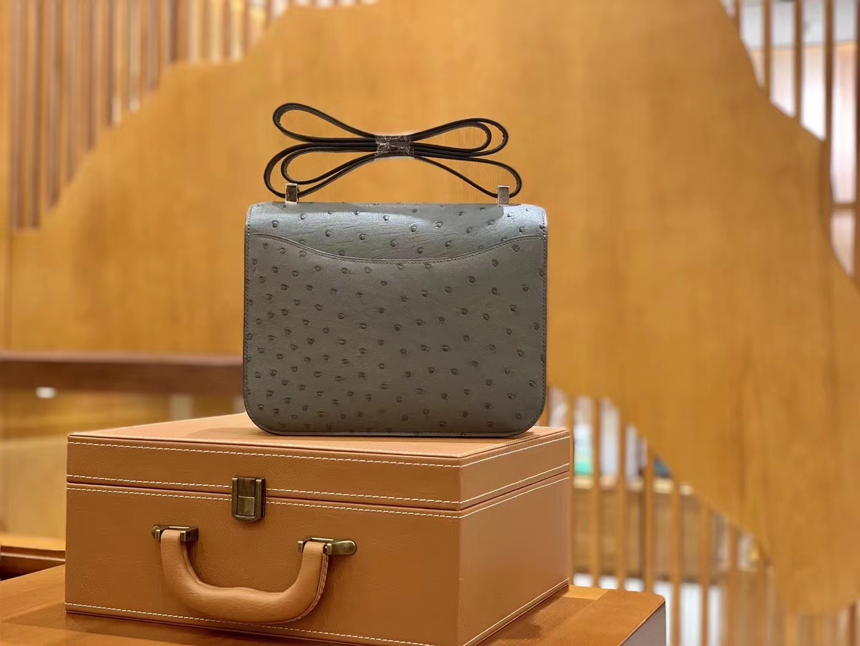 Hermès(爱马仕)Constance 23cm 冰川灰 南非KK级鸵鸟皮 银扣 原版蜜蜡线 顶级手缝
